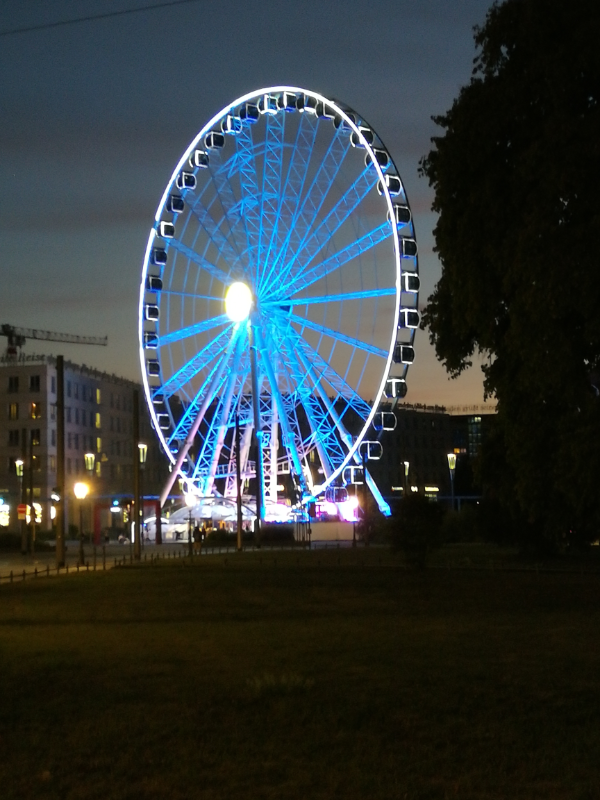 Dresden Riesenrad Nacht blaues Licht